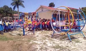 New Hope School neue Spielgeräte2- 2016